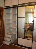Шкаф с узорчатым зеркалом
