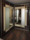 Шкаф с крашеным стеклом и делителями